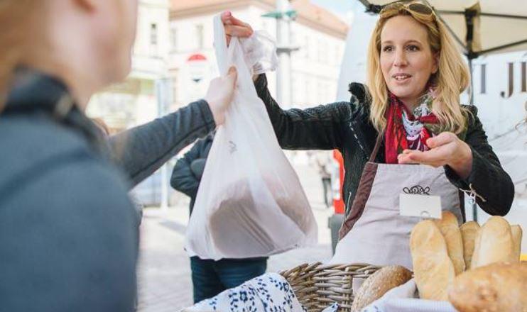 Farmářské trhy v Plzni- Plzeňské farmářské trhy- srpen 2020 -náměstí republiky v Plzni